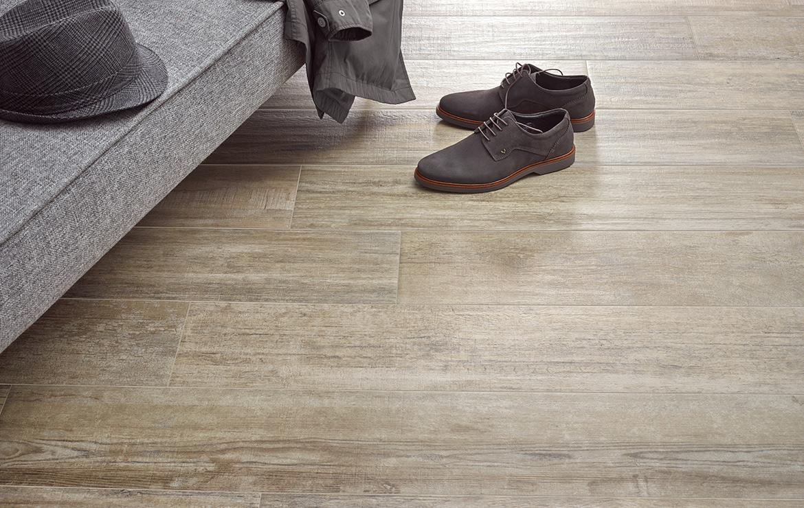 Aged oak effect floor design Colonial Brown Soft 20x120.