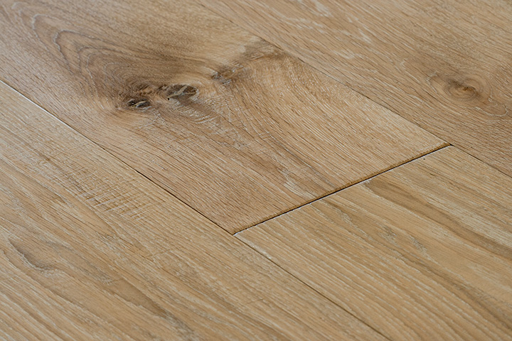 Extrema Hand Scraped BCD 18/4 190 190x1860x18/4mm. Aged engineered wood flooring.