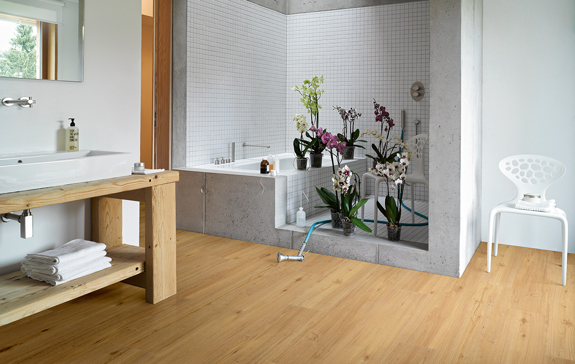 Bathroom floor design with wood effect vinyl flooring Parador Basic 5.3 Memory Natural Oak 1209x225x5.3mm.