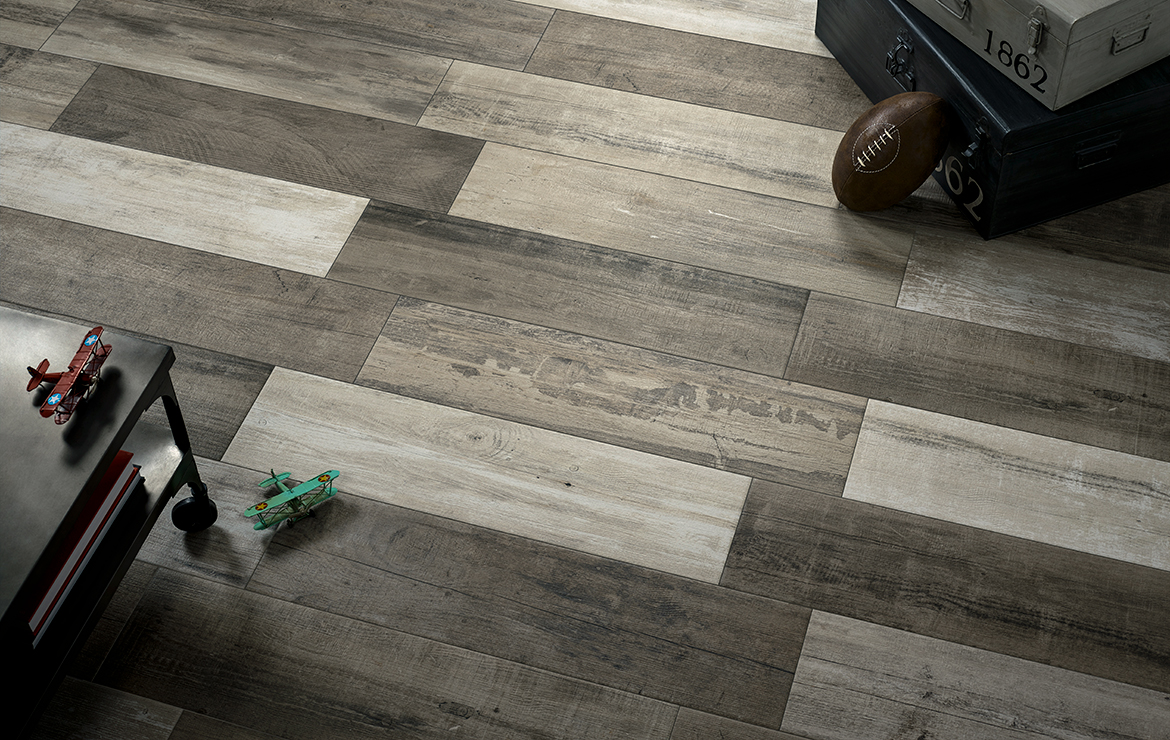 Aged wooden floor design with old wood look porcelain tiles - Retro Nature 22x84.