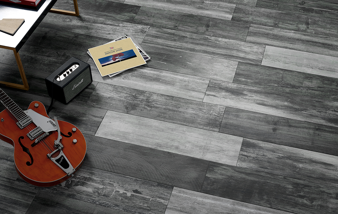 Aged wooden floor design with old wood look porcelain tiles - Retro Deep 22x84.
